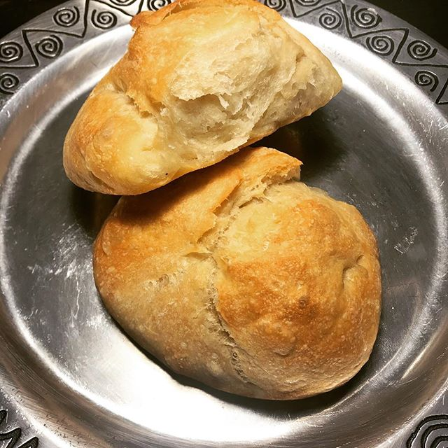 18-hour ciabatta. Everyone that hears 18-hours is like 😲😫 But the actual work time is only about 20minutes. The 18hours is 90% patiently waiting ⏰😴🧘🏿♀️Even though it was the longest prove- this was my favorite bread. Everything about it was a dream; the soft spongey texture, the delicately crusty exterior...yes. And with a slather of vegan butter...😋👌🏿 definitely making this again . . . . #bread #breadmaking #breadbaking #baking #ciabatta #ciabattabread  #blackfoodbloggers #homecooking #delicious #foodphotography #foodie #toast #slice #baked #apartment5c #yeast #personalchef #atl #prove #rise #baker #freshbakedbread #freshbaked #18hours