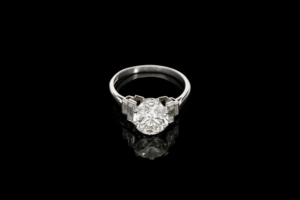 A delightful Art Deco ring   £25920
