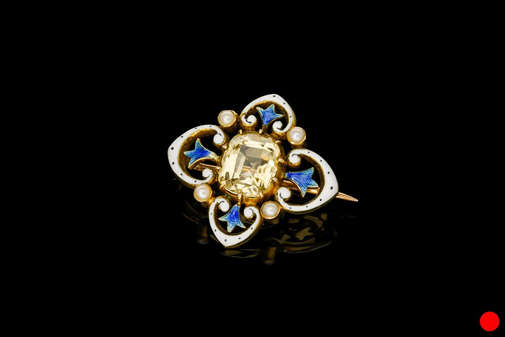 A Victorian seed pearl brooch set | £1400