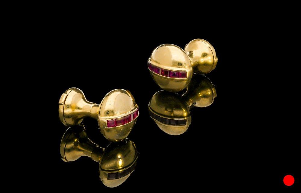 An Art Deco dumbbell cufflinks | £1700