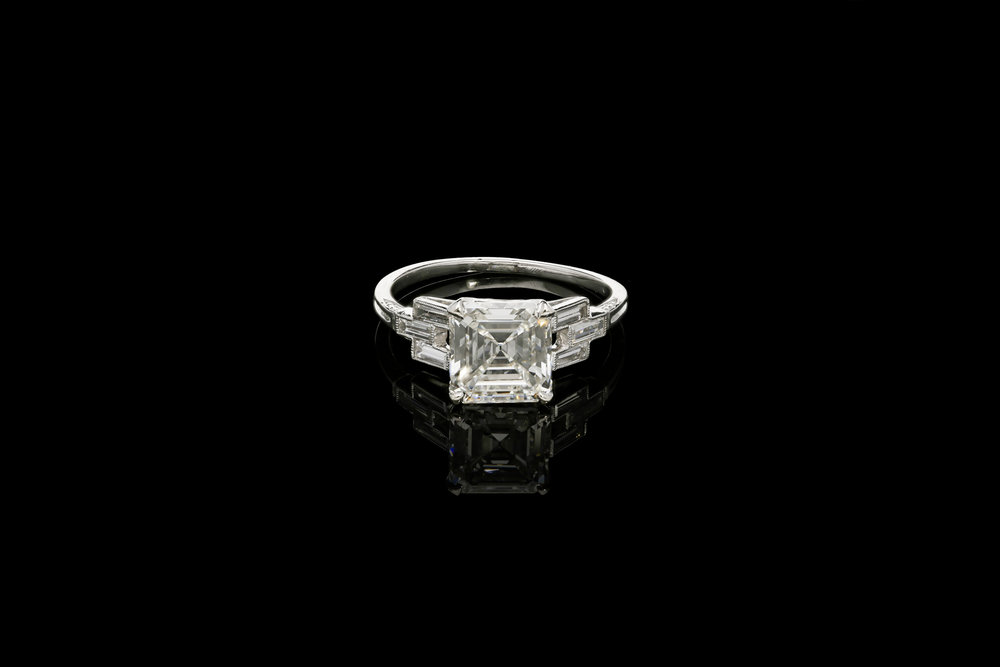 An Art Deco engagement ring | £29700