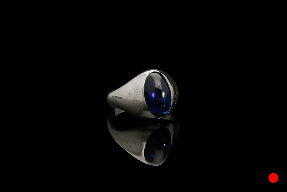 A oval cabochon sapphire ring | £5250