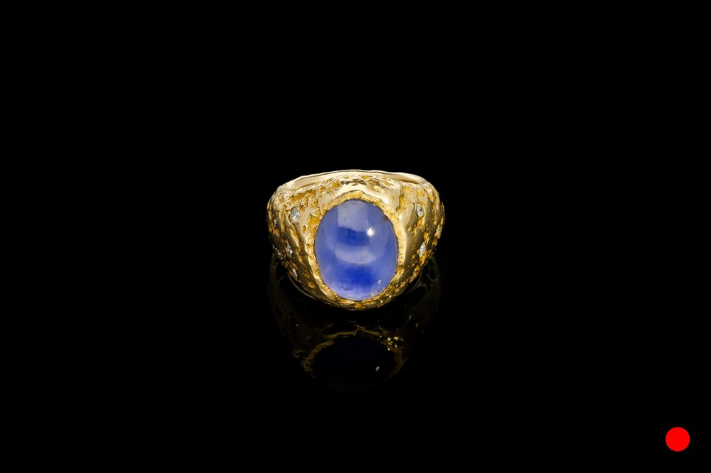 A beautiful oval cabochon star ring   £4770