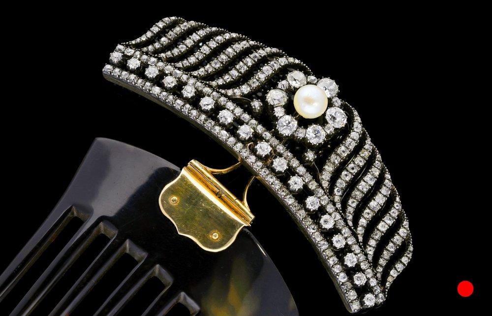 A Victorian brooch set | £35000