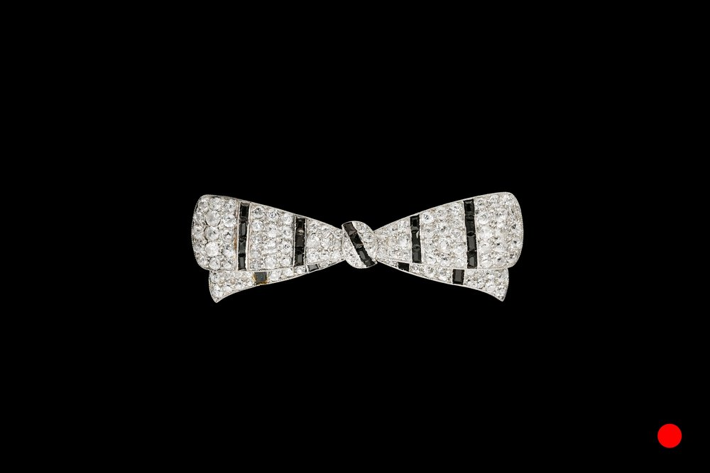 An Art Deco bow brooch | £4950
