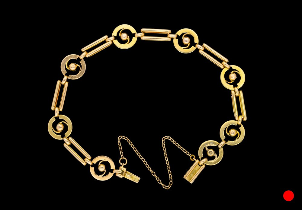 A Victorian 15ct link bracelet   £980