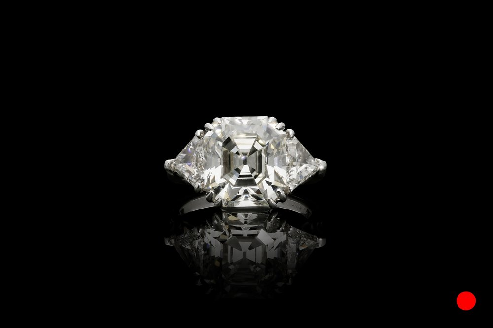 A  diamond shoulders set   £147500