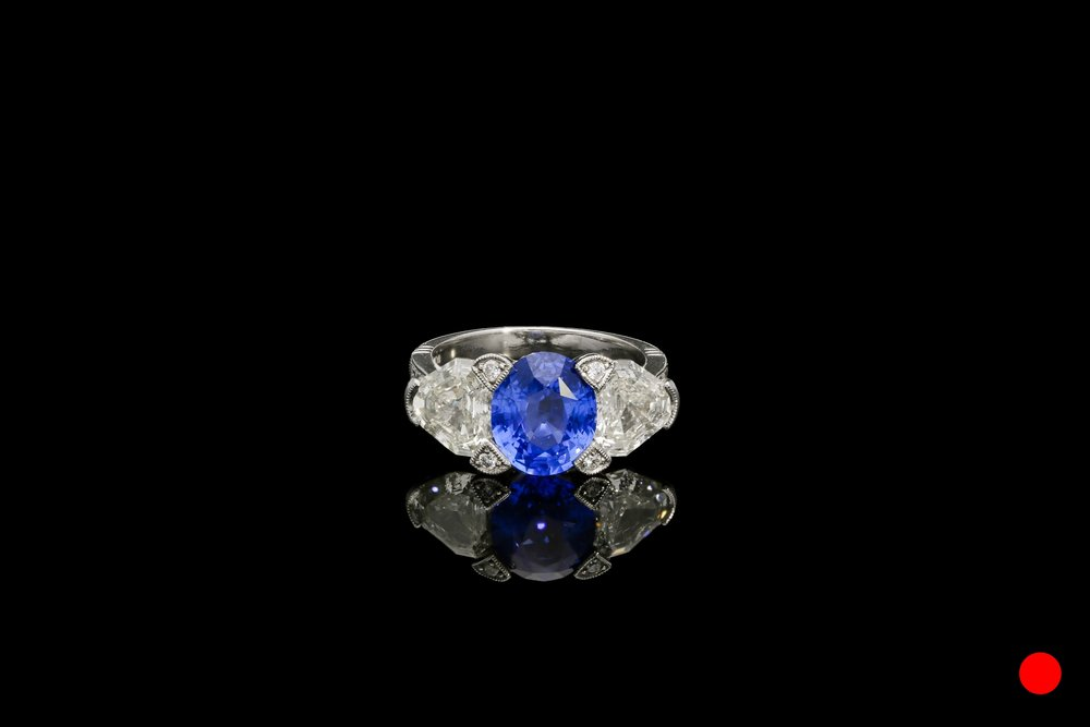 A sapphire and diamond ring set | £20525