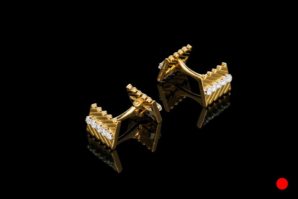 A 1950's Van Cleef & Arples 18ct cufflinks | £4920