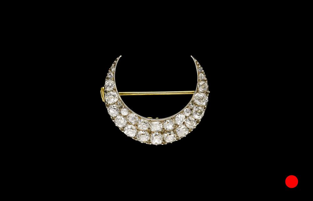 An Edwardian crescent brooch set | £7700
