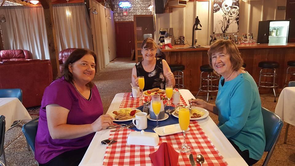 Breakfast with New friends_2.jpg