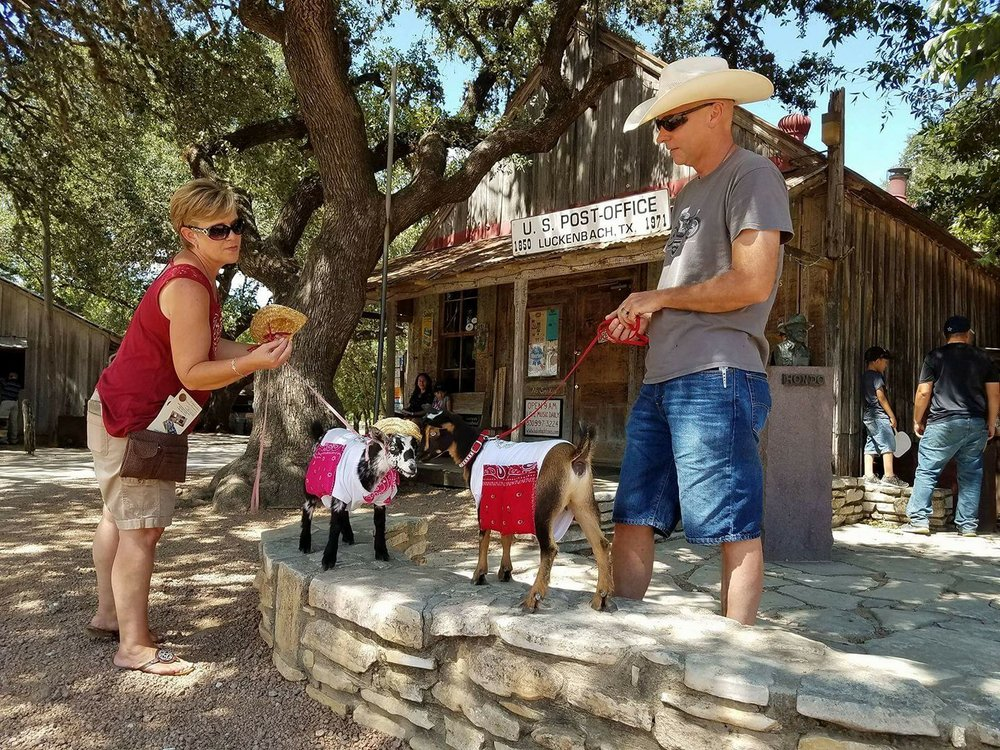 Bette and Joan visit Luckenbach Texas