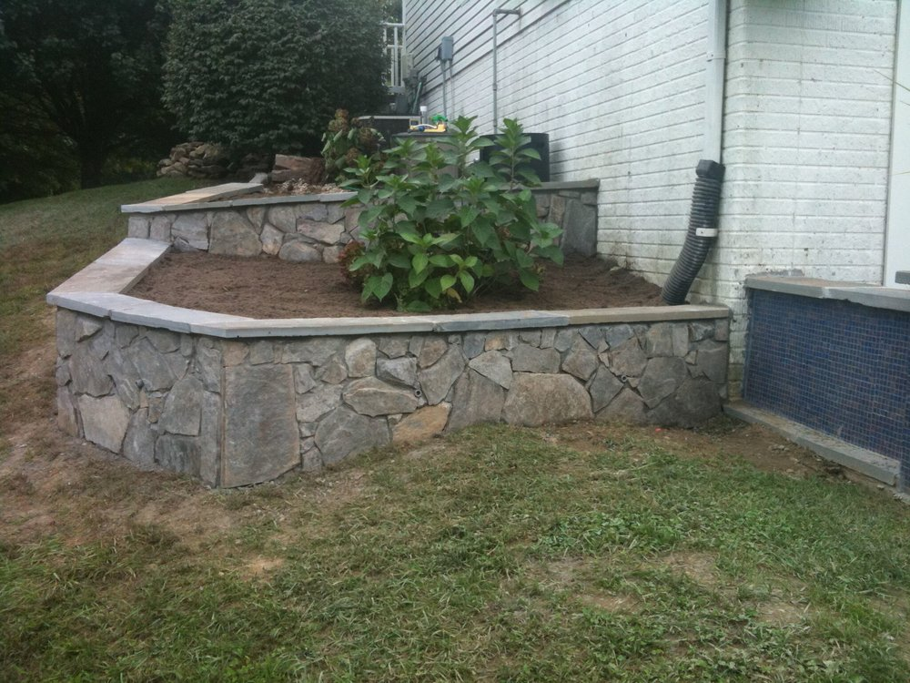 small retaining wall.jpg