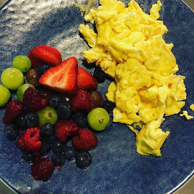 Thanks mom #breakfast #eggs #fruit #good #goodmorning @joannesday