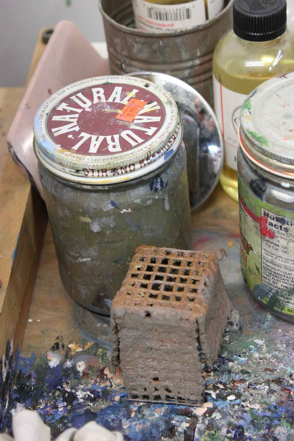 I've known about grates in jars of thinners since school, but I never favored them. However, your blog urged me to experiment again, and I like how they reduce maintenance. I use two jars of thinner, one dirtier for an initial cleaning, and another cleaner one for a second. Over time, I can clean all the sediment out of the dirty jar, fill with fresh thinner, and designate it as the new clean jar.
