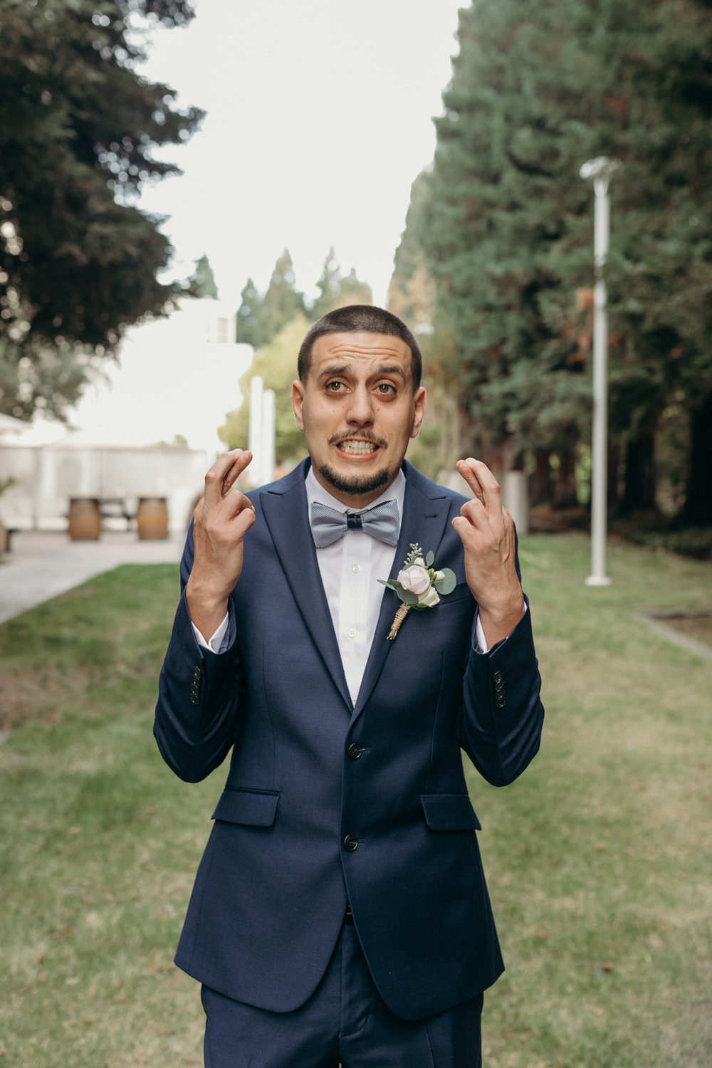groom crossing fingers for first look