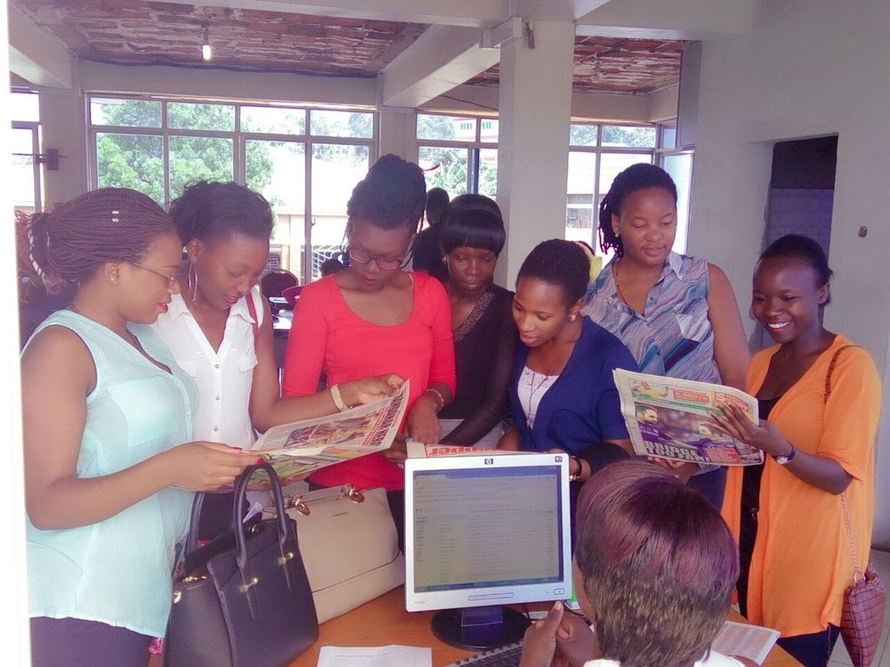 Too-rom with her UCU classroom group visiting a local Ugandan newspaper.