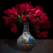 Red+tulips+in+a+Turkish+vase.png