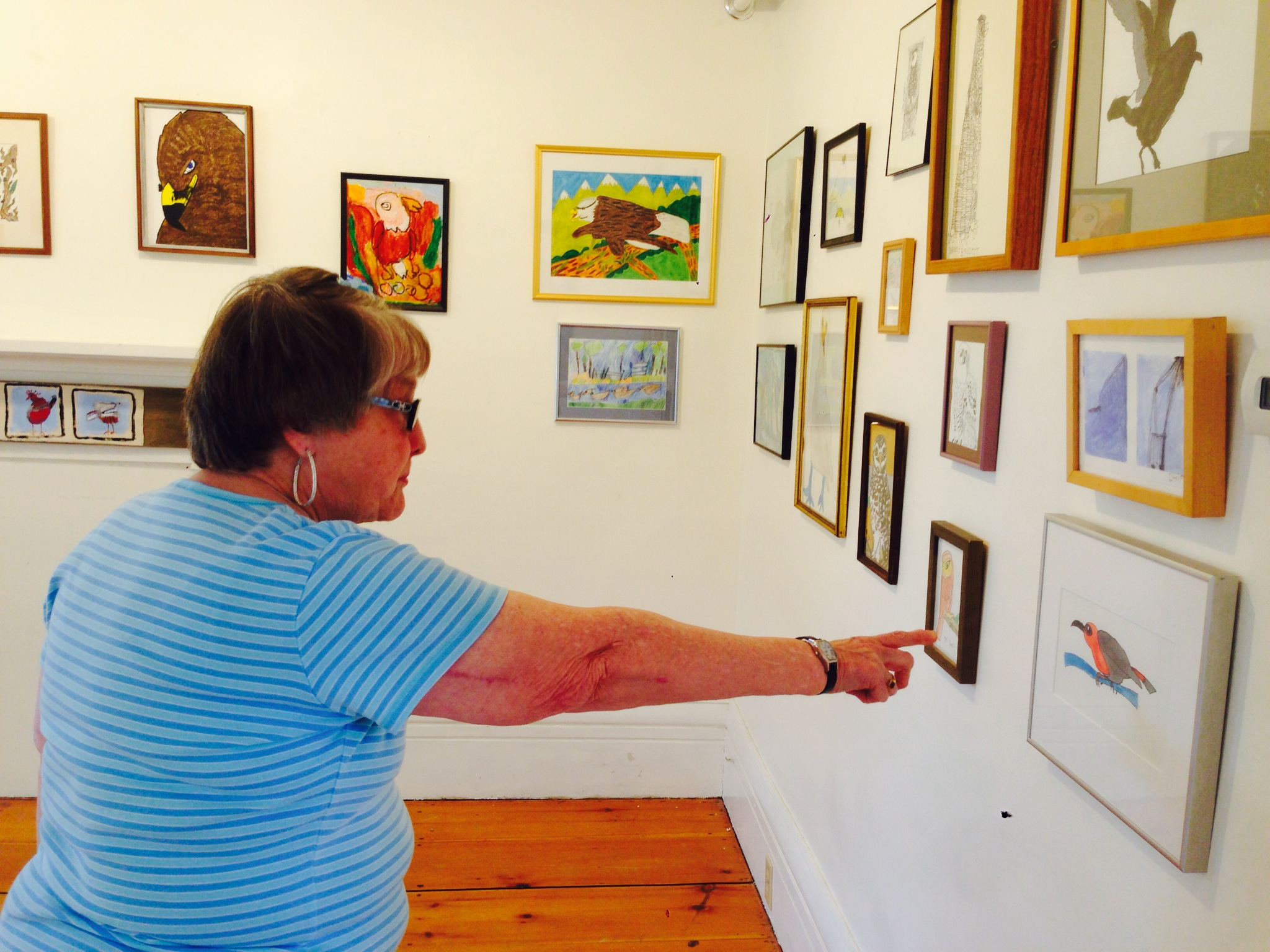 Bonnie in the Put a Bird On It Show, admiring other artists' work!