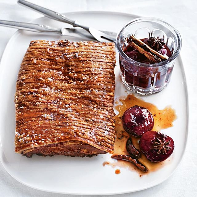 I dare you to try Donna's method for perfect crackling! She starts with skin side down........ yep down. ⠀ ⠀ Crispy Pork Belly with spiced plum suace⠀ via Donna Hay⠀ ⠀ #EDDY #crowdpleaser #crackleandpop