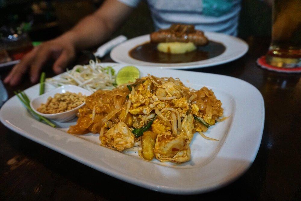 """Pad Thai at """"Mulli's"""" in Bangkok!"""