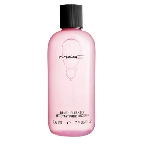 #dtglam loves the @maccosmetics #makeup #brushcleanser . Not only does it kill bacteria and conditions the fibers to your brushes . But it's fast drying for immediate make up use . . . .