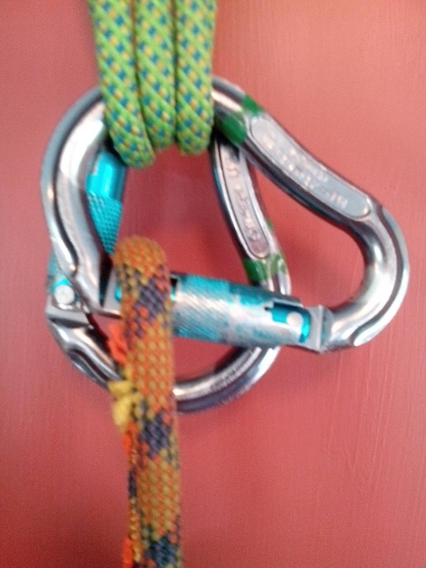 Carabiner-Cutting-Rope.jpg