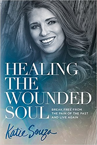 Healing the Wounded Soul - Katie Souza - Wounds are not just physical. The health of your soul is connected to life.Soul wounds are the often unidentified impediments that hold us back. After applying the principles in Healing the Wounded Soul by Katie Souza, you will be able to find a pathway to healing and receive the blessings God is pouring out.