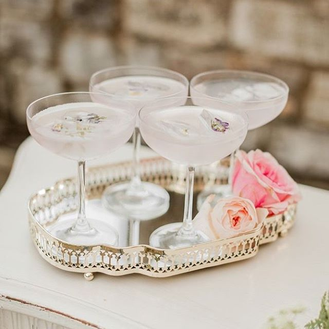 A holiday that gives you an excuse to sip on bubbly? Yes please! Cheers to all the engagements happening this weekend! #newyearsengagement #justengaged #sandiegowedding #destinationweddings #gettingmarried #luxurywedding #sandiegoweddingplanner #sandiego #weddingplanning #weddingplanner
