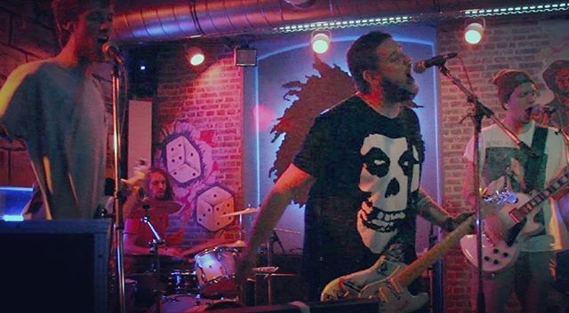 We had a pretty damn good time last weekend. Thx to everyone who joined us at the RIDDIM BAR! #live #riddim #beingasanocean #misfits #drums  #guitar #bass #vocals #poppunk #punk #poppunksnotdead #boardingline #boarding #line #music #tirol #austria#innsbruck #entropy