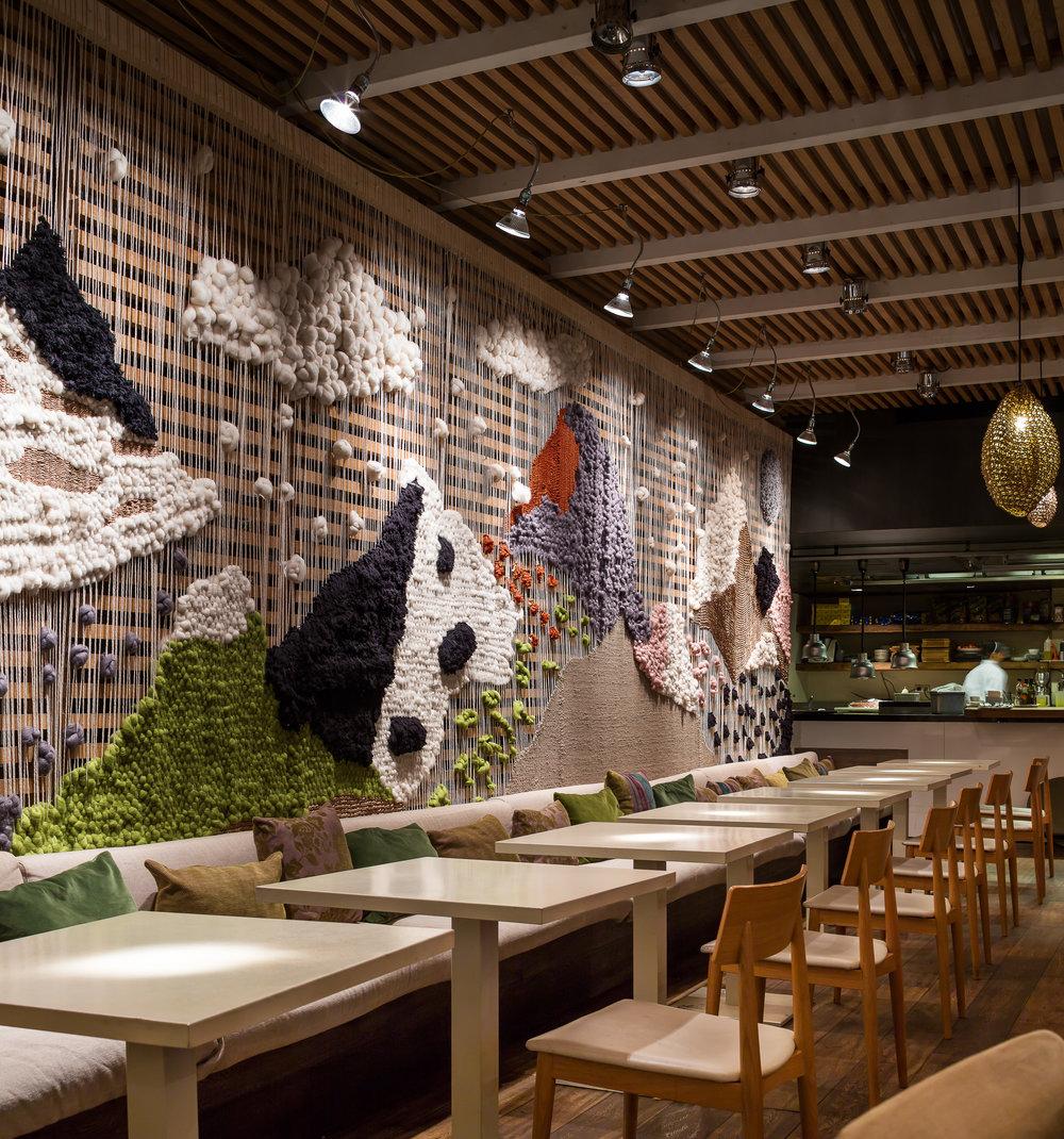 Luzia restaurant installation