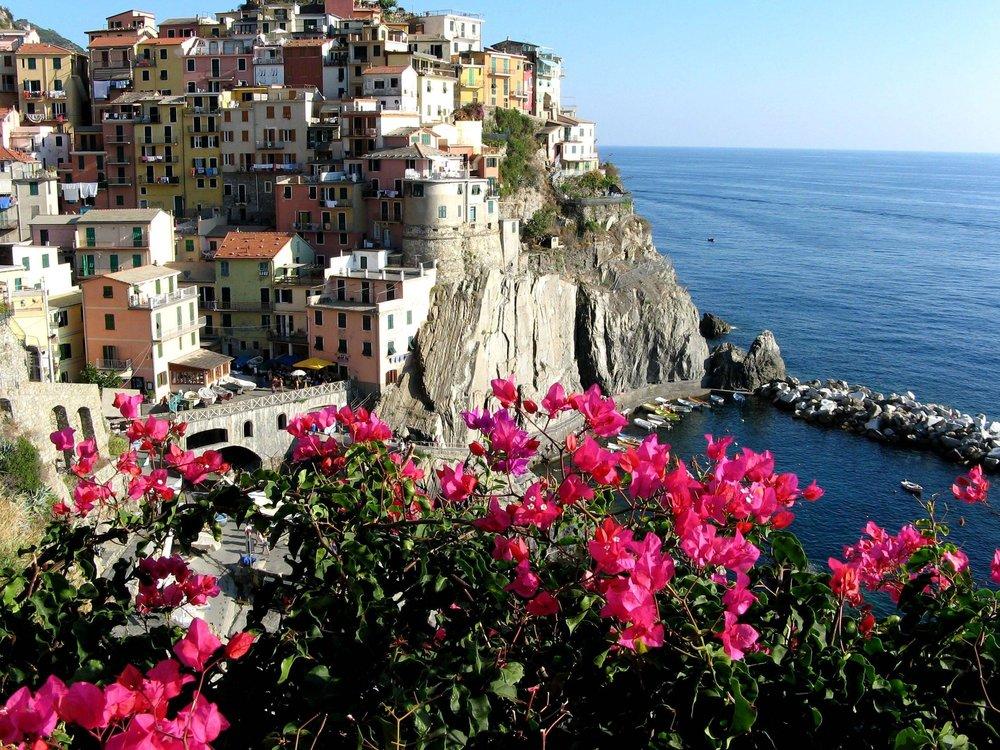 Bilderbuchdorf-Manarola-Riomaggiore-Liguria-Italy.jpg