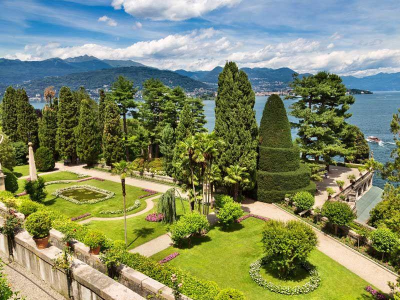 Isola-Bella-Particolare-giardino---Shutterstock-2.jpg