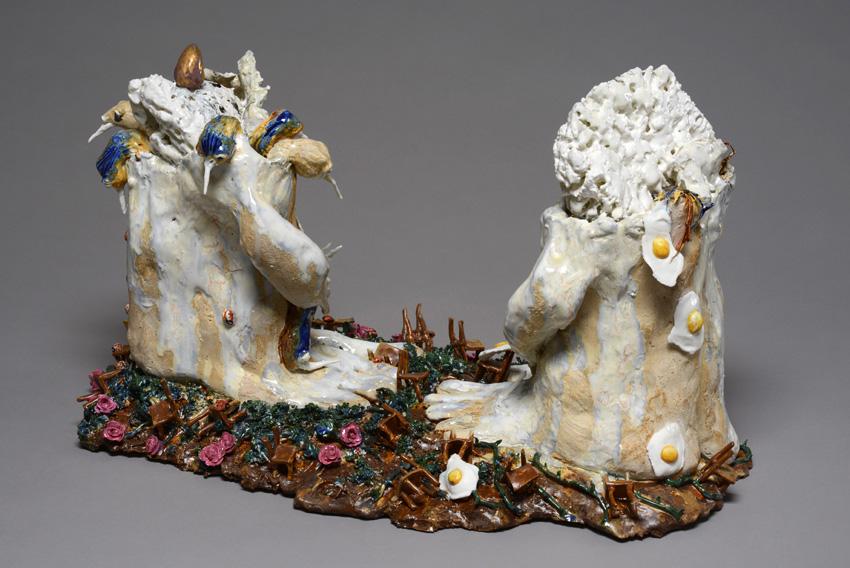 Marlène Mocquet, Assise Rocailleuse - 2013 porcelaine et grès émaillés 31 x 52 x 30 cm