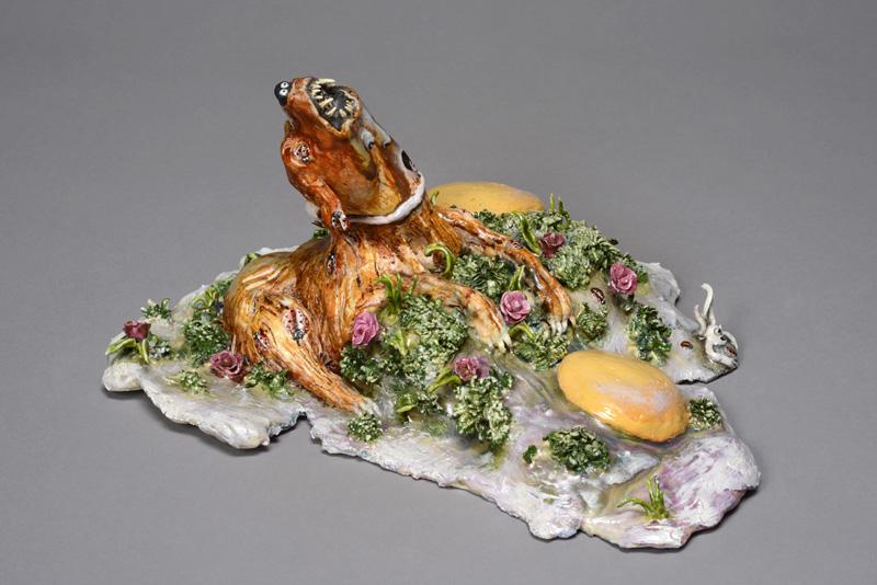 Marlène Mocquet, Oeuf aux plats fleuris - 2013  porcelaine émaillée, 20 x 30 x 27 cm