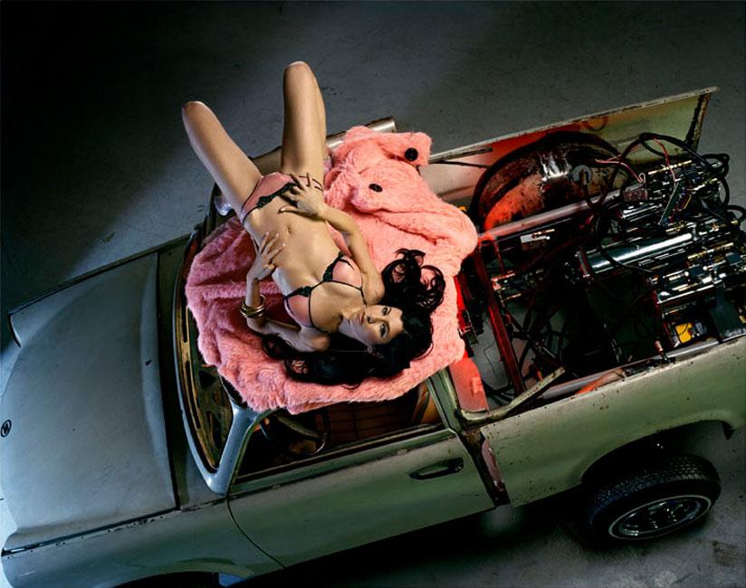 Liz Cohen Bodywork Roof, C-Print 127 x 153 cm, 2006