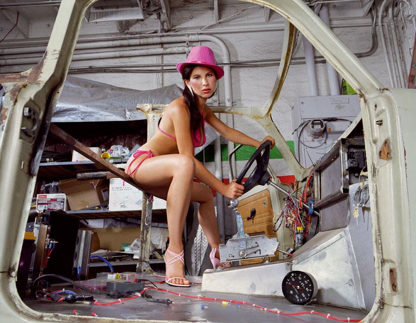 Liz Cohen Bodywork Steering, C-Print 127 x 153 cm, 2006