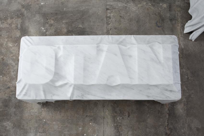Morgue (OTAN) ,2016, marbre, 80 x 223 x 100 cm  Avec la participation du Centre National des Arts Plastiques