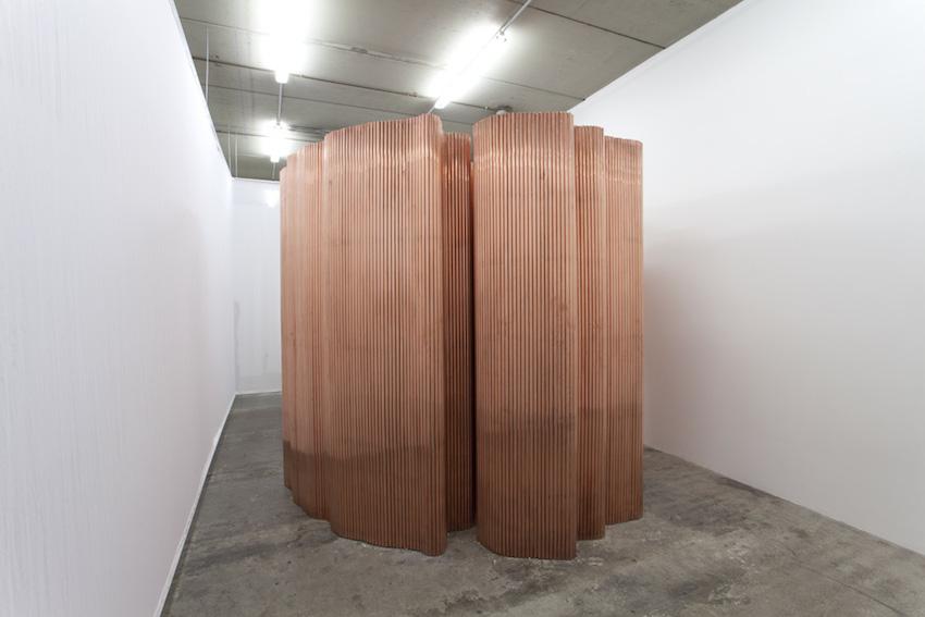 Urologie, 2016, cuivre et bois, 250 x 340 x 277 cm