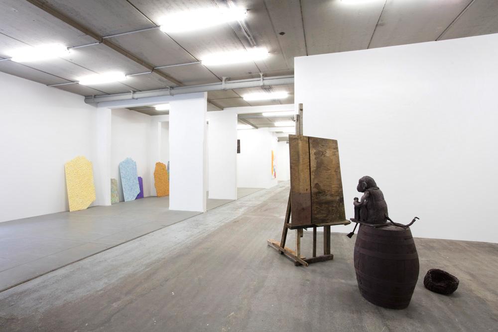Sven 'T JOLLE, Entrepreneurship , 2016, plâtre Mika ROTTENBERG, Texture , 2013, résine de polyuréthane, peinture acrylique