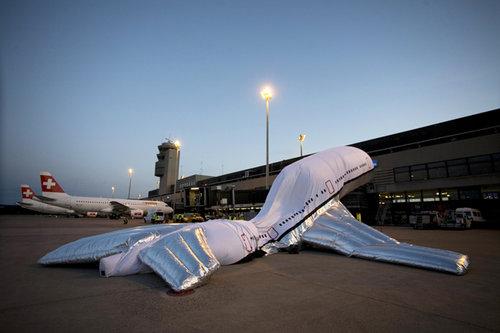 ALEKSANDRA MIR  Plane Landing in Zurich and Paris  17.04.2009 - 13.06.2009