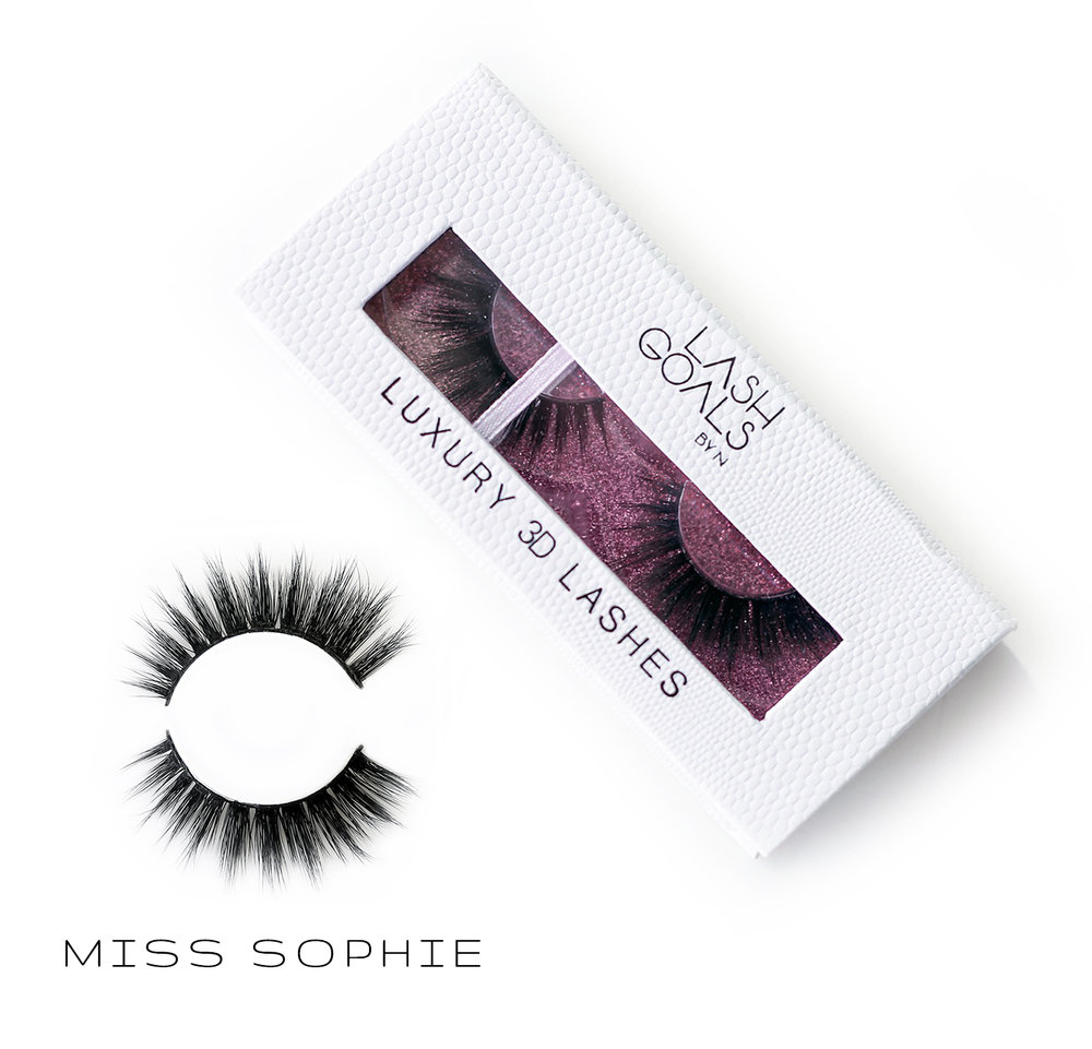 Miss Sophie - Beautiful 3D false eyelashes. 100% cruelty free and vegan. Reuse up to 20 times. Shipping world wide!  Billiga och fina lösögonfransar.