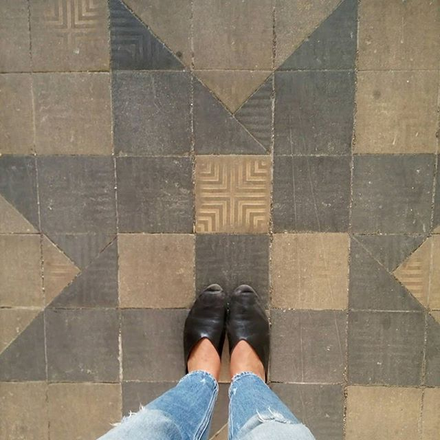 We have a thingwith floors, we sure do. Swipe left for more 💥 . . #tiles #floorsoftheworld #floors #sidewalk #ihavethisthingwithfloors #fromwhereistand #sideways #stone #urban #old #tile  #TLV #TelAviv #Israel #ig_israel #insta_israel #pattern #architecture #art #geometric #design #texture #mosaic #abstract #retro #paper #artistic #decoration #round #handmade