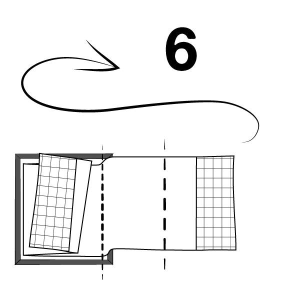 Ensuite, plier le côté droit une fois vers la gauche, puis le rabattre vers la droite.