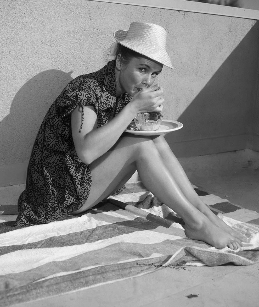 Debbie Reynolds caught in a sundae.