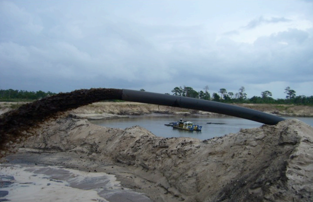Dredge slurry is pumped into lagoons at a distance of 500m - 1000m. Water is drained back into the river