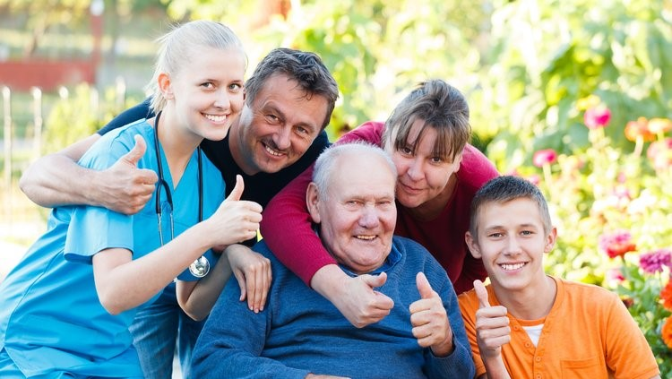 entourage-du-senior-famille-professionnel.jpg