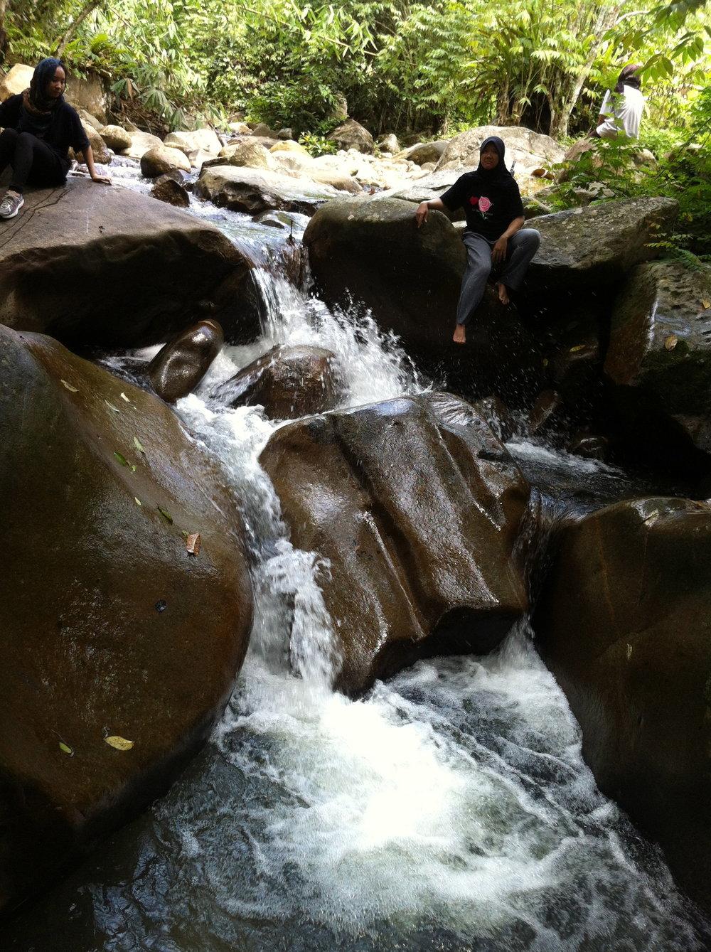 Small Waterfalls at Chemperoh River – 35 mins walk away