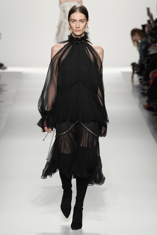 Jonathan Simkhai - Vogue.com: Yannis Vlamos / indigital.tv