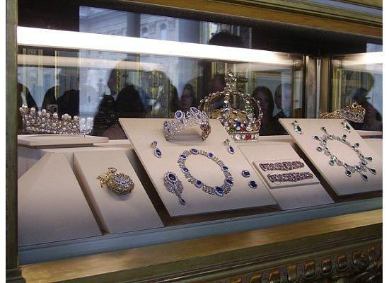 crown-jewels-louvre-paris.jpg